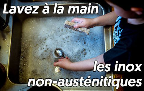 Lavez à la main l'inox non-austénitique